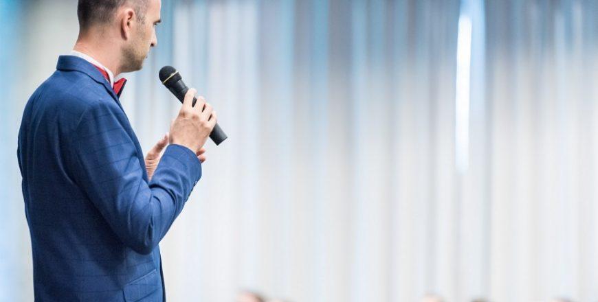 Tomáš Langermann prednáša o komunikácií a koučingu