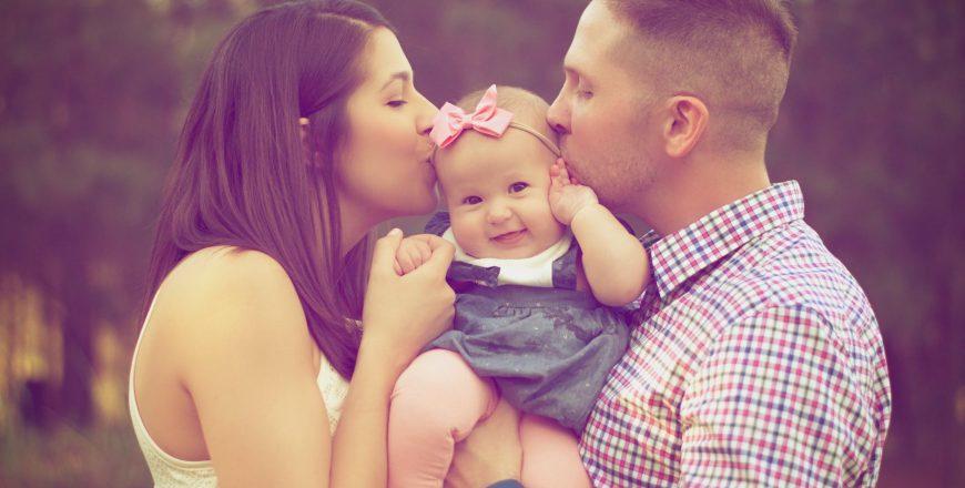 Šťastná žena a šťastná rodina